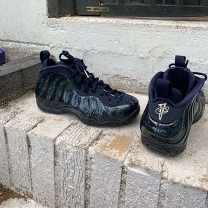 Woman's blue glitter foamposites